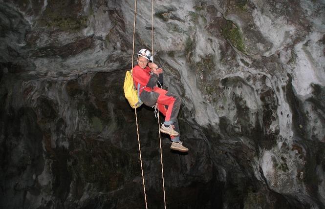 Acro-Bat. Millau - Spéléo 3 - Millau